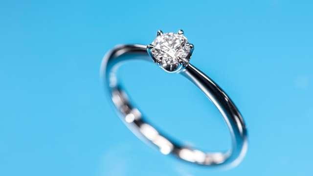 婚約指輪に誕生石はいかが?? 誕生石の歴史と意味